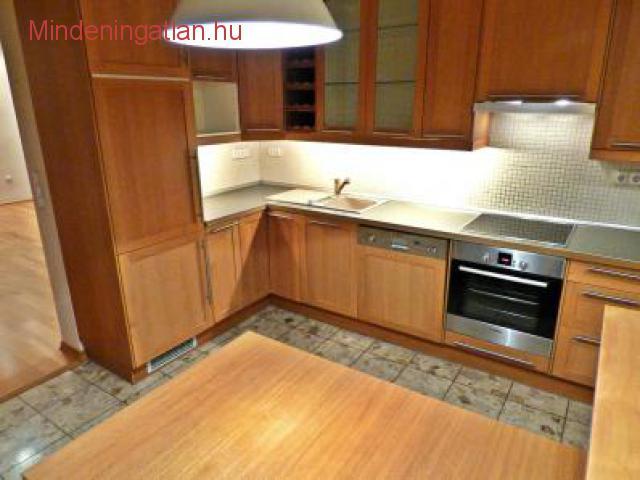 XIV. Bosnyák tér közelében kiadó, 2. emeleti, kétszobás, erkélyes, újszerű bútorozatlan lakás.