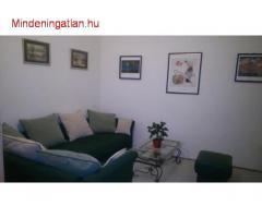 VIII. Kisfaludy u. kiadó 3. em. 52 m2. bútorozott 2 szobás
