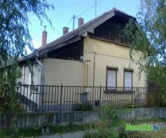 Kenderesen családi ház áron alul eladó